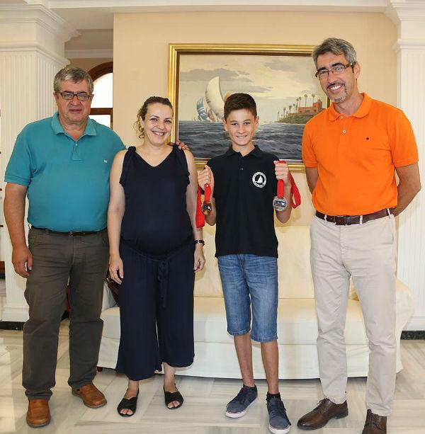El Alcalde Víctor Navas y los Concejales Joaquín Villazón y Encarnación Cortes reciben a Esteban Díaz, Campeón de Europa y Subcampeón del Mundo de Moto Acuática