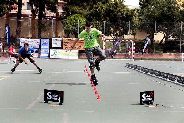 El IV Campeonato Andaluz de Patinaje 'Freestyle' reúne a más de medio centenar de deportistas en el Polideportivo de Arroyo