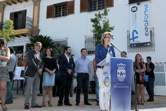 La alcaldesa inaugura la Feria Expoforma, en la que se han dado cita más de 35 empresas solidarias con la formación
