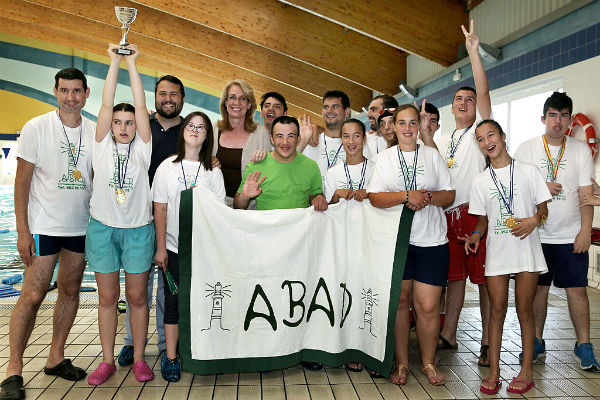 La alcaldesa felicita a ABAD por los éxitos cosechados en el III Torneo de Natación 'Ciudad de Marbella'