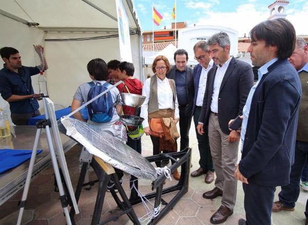 El Alcalde de Benalmádena y la Concejala Elena Galán visitan la Novena Edición de la Feria de las Ciencias IBN Al-Baytar