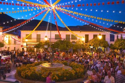 Espectacular inicio de la Feria de la Virgen de la Cruz en Benalmádena
