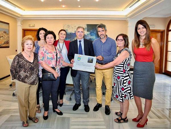 El Casino Torrequebrada dona 1.022 euros a ABAD en concepto de Ficha Huérfana