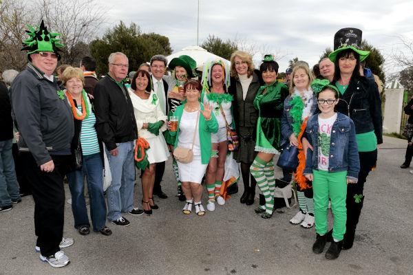 Benalmádena se viste de verde para celebrar por todo lo alto la festividad de San Patricio, patrón de Irlanda.