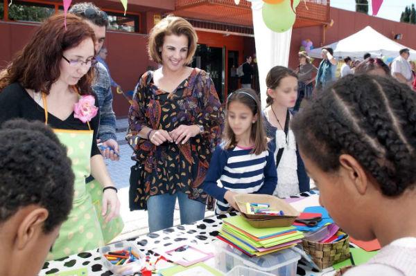 Los benalmadenses se vuelcan con la gran Fiesta de los Libros celebrada en la biblioteca de Arroyo de la Miel