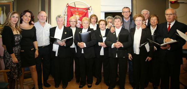 La residencia Benasol recibe la visita de la coral de Anica Torres y el coro de la parroquia Virgen del Carmen