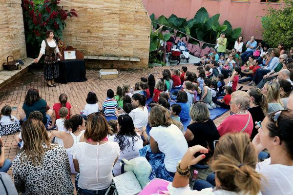 Más de un centenar de niños participan en la tradicional 'Fiesta de otoño', de la biblioteca de Arroyo de la Miel