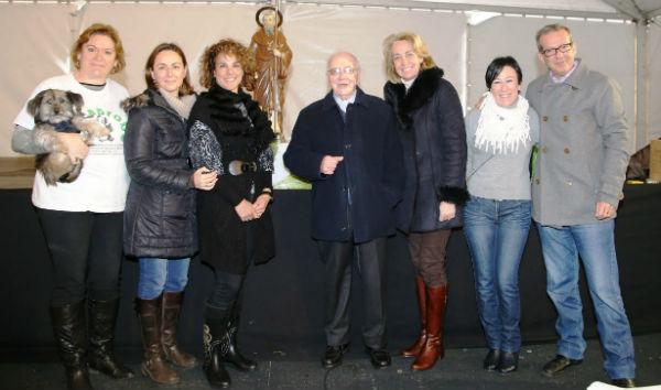 La alcaldesa preside la tradicional festividad en honor a San Antón, Patrón de los Animales