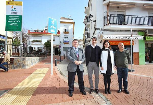 El Alcalde de Benalmádena y la Presidenta de Mancomunidad visitan la Calle Vicente Alexandre tras la finalización de la primera fase de su remodelación