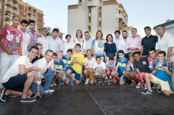 La alcaldesa preside la entrega de reconocimientos a los jugadores más descatados del Atlético Benalmiel