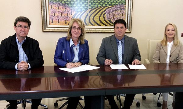 El Ayuntamiento firma un convenio de colaboración con Guidesur para la reapertura de la Oficina de Turismo situada en la Avenida del Cosmos