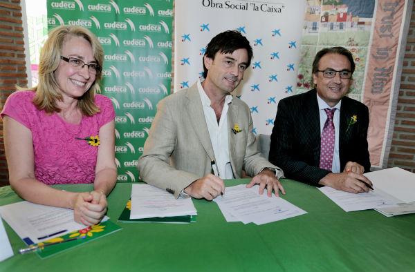 La alcaldesa asiste a la firma del convenio entre Cudeca y la Caixa por el que la Funcación recibirá 24.000 euros