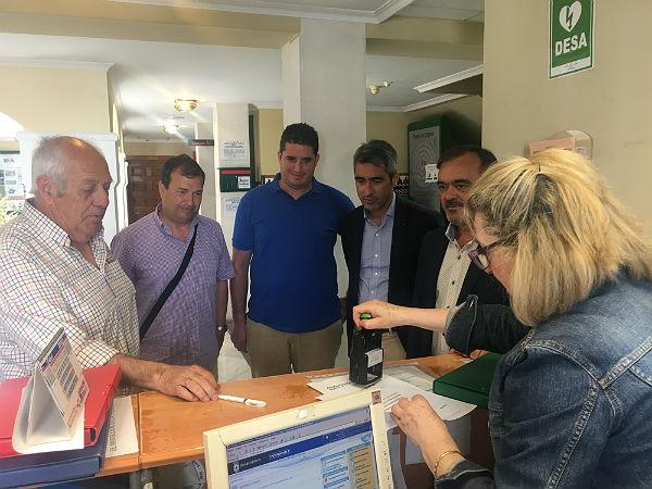Vecinos de Nueva Torrequebrada presentan en el Registro de Entrada del Ayuntamiento 1.400 firmas para reivindicar la creación de un apeadero del cercanías