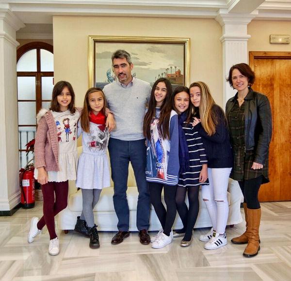 El Alcalde Víctor Navas y la Concejala Ana Scherman reciben a las alumnas de la Academia de Baile Rocío Solana, Campeonas Andaluzas de Baile Flamenco y Lírico