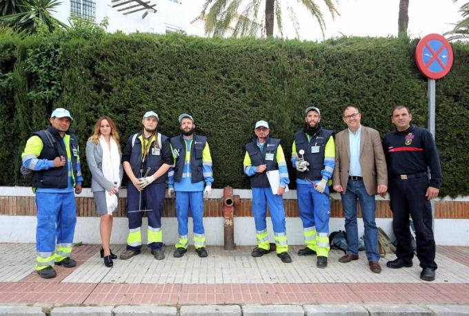 Trabajadores de los Planes de Empleo de la Junta actualizan y ponen a punto la red de hidrantes del municipio