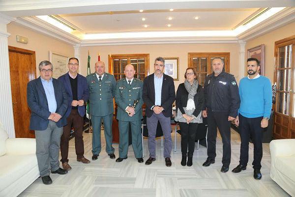 El Ayuntamiento homenajea al recién nombrado Comandante de la Guardia Civil Francisco Corrales en su despedida tras nueve años de servicio en Benalmádena