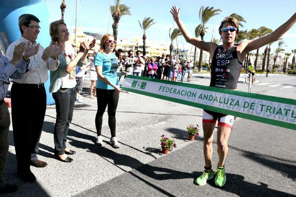 Más de 300 deportistas participaron en el III Triatlón de Benalmádena