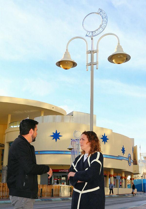 El Puerto Deportivo instala iluminación navideña propia