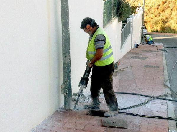 Comienzan los trabajos para dotar de iluminación viaria la urbanización de la Viñuela