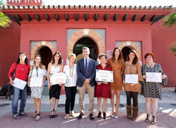 Delia Collado Aranda, de Ludoteca El Escondite y Laura Lobato Moya, de Anuca ganadoras del XV Premio a la Mujer Empresaria