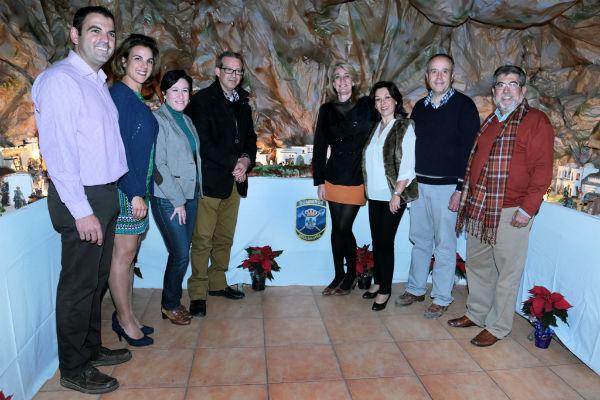La regidora inaugura el Belén del Parque de Bomberos de Benalmádena