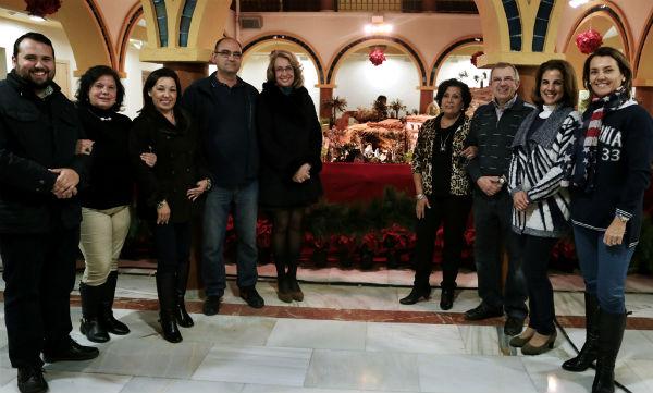 La alcaldesa inaugura el Belén municipal, compuesto por másde 200 piezas y con el patio de la Casa de la Cultura como escenario