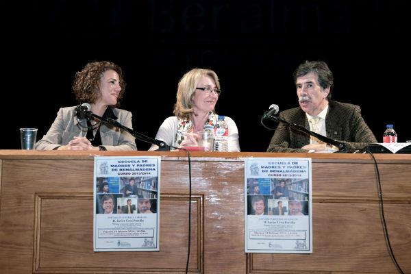 La alcaldesa inaugura la Escuela de Madres y Padres de Benalmádena