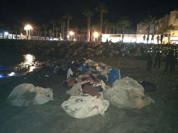 Una actuación conjunta de las Policía Locales de Benalmádena y Torremolinos con la Policía Nacional culmina con la incautación de una tonelada de material para la venta ambulante ilegal