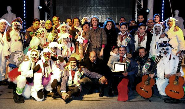 Más de 200 benalmadenses dan la bienvenida al Carnaval en la Plaza de la Mezquita de Arroyo de la Miel