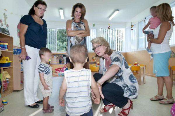 La alcaldesa da la bienvenida a las aulas a los alumnos de las escuelas infantiles municipales