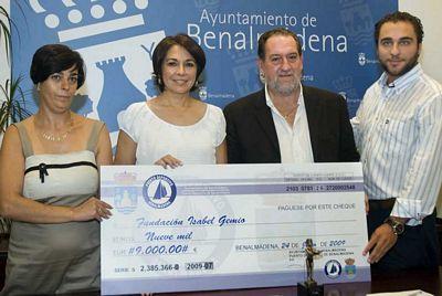 El Puerto Deportivo y el Ayuntamiento colaboran con la Asociacion Isab