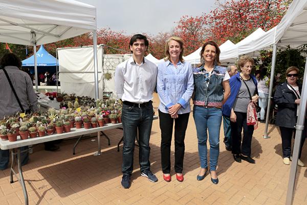Más de 3000 personas visitan la IX Feria de las Plantas de Colección en el Parque de la Paloma