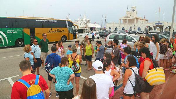 El Puerto acoge la primera jornada de acercamiento a la náutica para niños con síndrome de down
