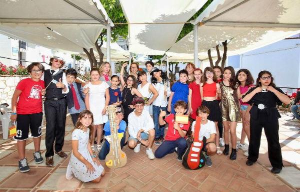 Los alumnos de 5º de Primaria del CEIP Jacaranda celebran el Día de la Interculturalidad con un particular Festival de Eurovisión