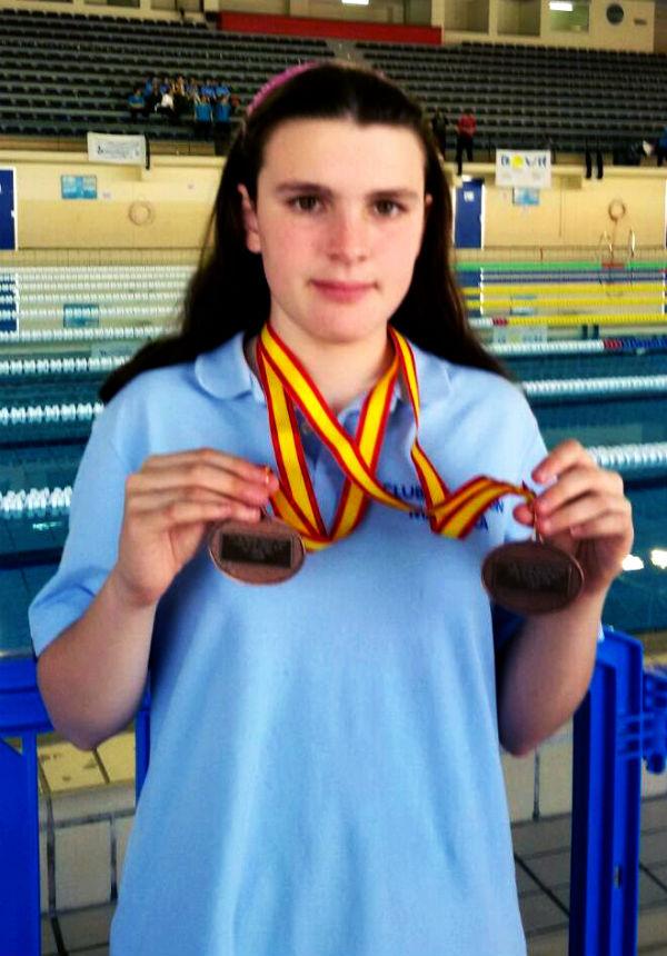 La benalmadense Julia Fernández Jimenez conquista dos medallas de bronce en el Campeonato de España de Natación para Discapacitados Intelectuales.