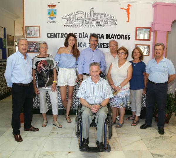 El Alcalde y la Concejala de tercera edad asisten a la presentación de la nueva Junta Directiva del Centro de Participación Activa de Mayores Anica Torres.