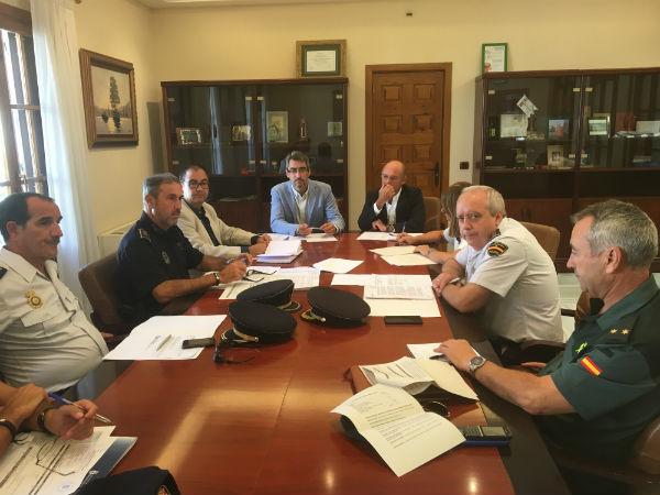 La Junta Local de Seguridad pone en valor el esfuerzo realizado por la Policía Local este verano para la prevención de la venta ambulante ilegal