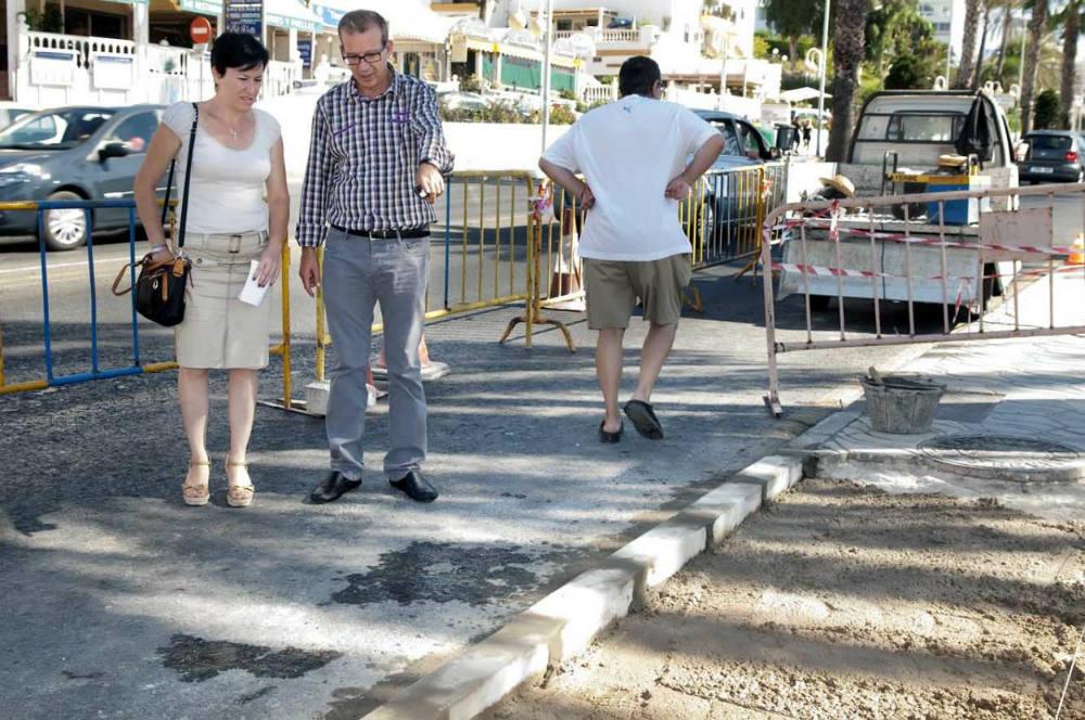 Servicios Operativos procede a la eliminación de dos pasos de cebras en la avenida Antonio Machado