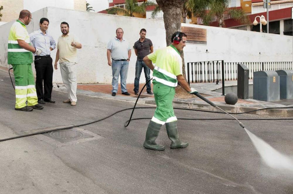 Satisfacción por la campaña de limpieza en Benalmádena Costa durante el verano