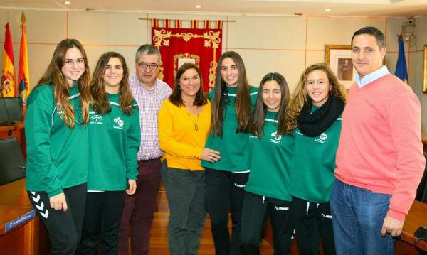 Cinco jugadoras benalmadenses participarán con los equipos cadetes e infantil andaluces en el campeonato de España de balonmano.