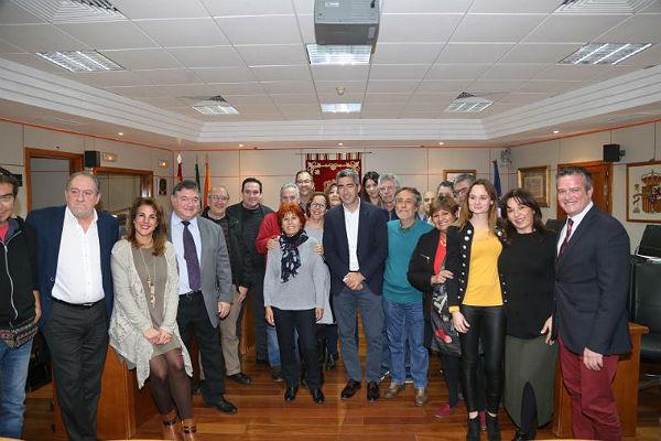 El Pleno aprueba por unanimidad el nombramiento del Cine-Club 'Más Madera' como Benalmadense del año