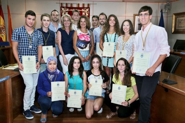 La alcaldesa preside el acto de entrega de Medallas de Benalmádena al Mérito Educativo