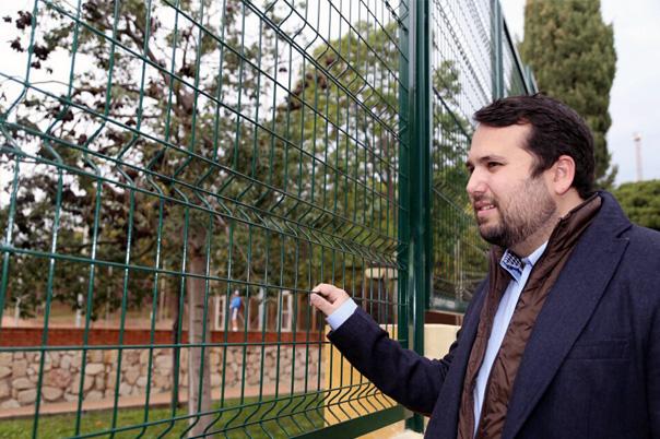 Concluyen las mejoras en el cerramiento lateral del Polideportivo Municipal de Arroyo de la Miel