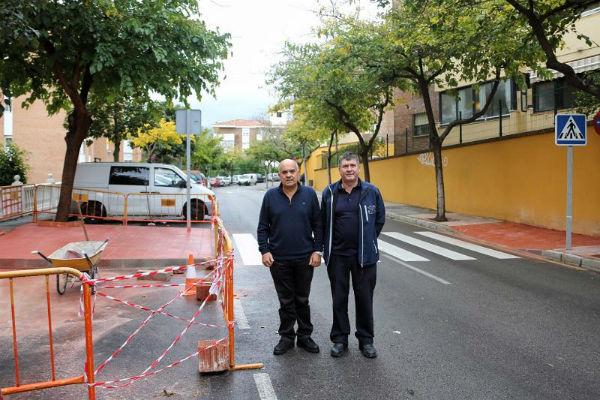 Servicios Operativos realiza trabajos de mejora en la Calle Ciudad de Melilla
