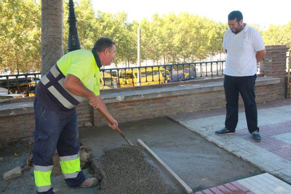 Servicios Operativos acomete mejoras en acerado de Camino del Prado