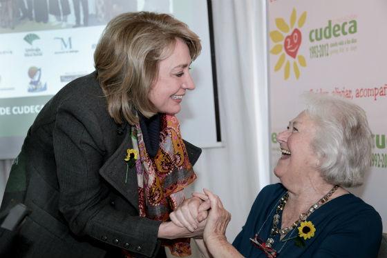La alcaldesa agradece a Joan Hunt su trabajo durante más de dos décadas al frente de Cudeca y su legado a la sociedad de Benalmádena