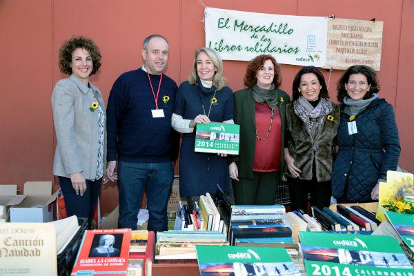 El IX Mercadillo Navideño de Libros Solidarios a beneficio de Cudeca cosecha un gran éxito de participación