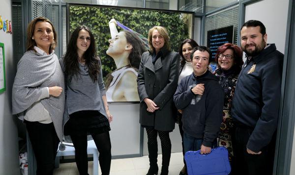 La alcaldesa acompaña a ABAD en su 'Merienda sonora' con motivo del Día Mundial de la Discapacidad