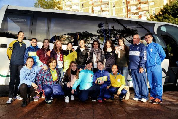 El Ayuntamiento fleta un minibús para el equipo femenino del Atlético Benamiel