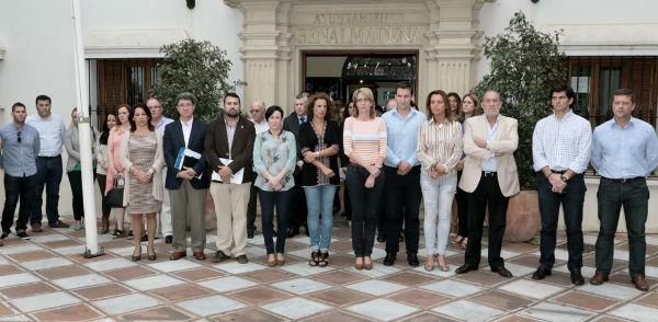 El Ayuntamiento guarda un minuto de silencio en condena por el asesinato de la Presidenta de la Diputación de León